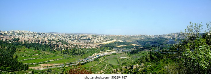 panoramic view to the jerusalem valley