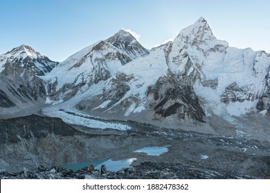 A panoramic view of the Khumbu icefall between Mount Everest and Nuptse from Kala Patthar.