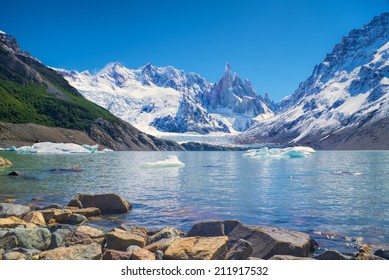 Panoramic view of a lake in Los Glaciares National Park