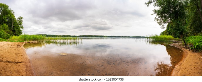 Panoramic view of the lakeshore on a cloudy day.