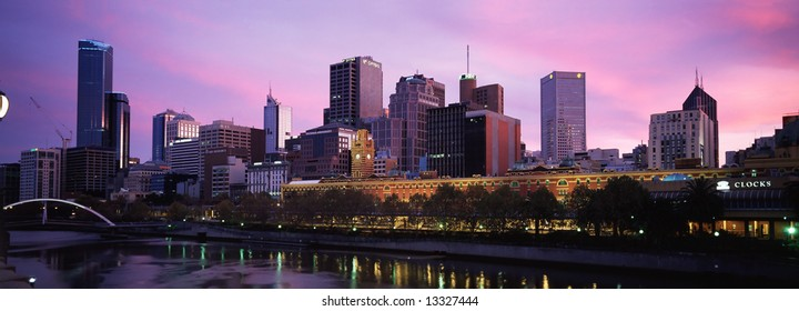 panoramic view of melbourne city from south bank area