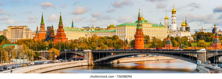 Panoramic view of the Moscow river, the Kremlin in a sunny autumn day. Traffic along the embankment and across the bridge.