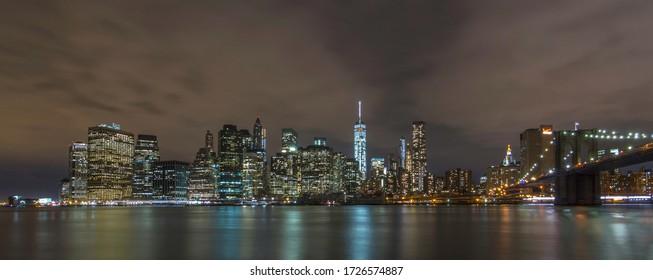 Panoramic view of New York's skyline at night