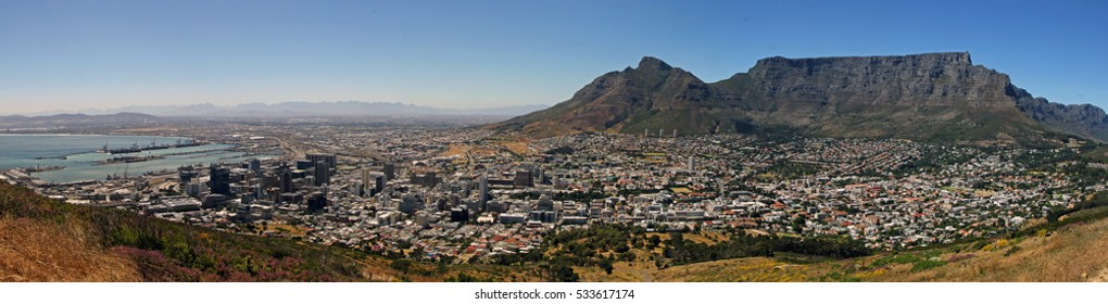 Panoramic view on Cape Town from Signal Hill on a clear morning in spring