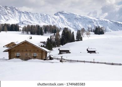 Panoramablick auf die Dolomiten auf der Seiser Alm, Europas größte Hochalm. Trentino-Südtirol Italien