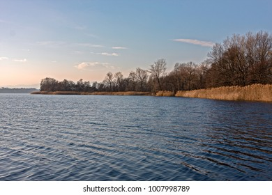 Panoramic view on the shores of the lake, in winter