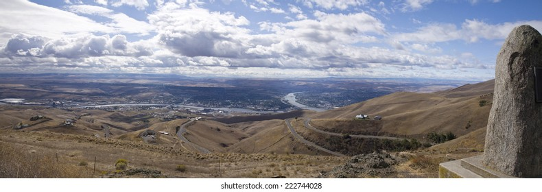 Panoramic view over the Snake River and the adjoining cities of Lewiston, Idaho and Clarkston, Washington