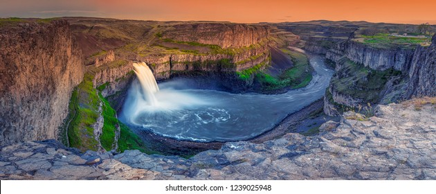 Panoramic View of Palouse Falls State Park during Dusk in a clear evening, Washington, USA