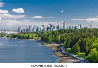 Panoramic view of the park and downtown city of Vancouver