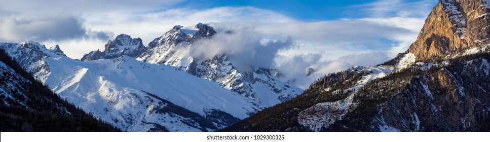 Panoramic view of the Pelvoux mountain range (Pelvoux and Sialouze glaciers) in the Ecrins National Park. Hautes-Alpes, Alps, France