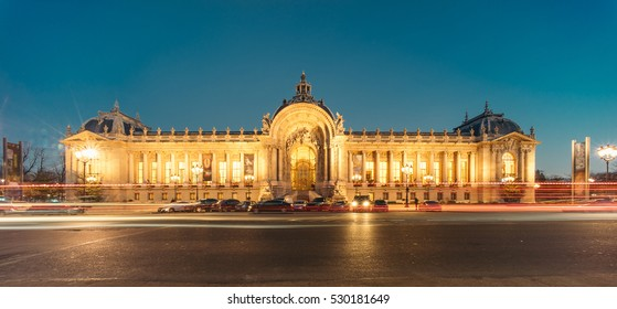 Panoramic view of Petit Palais (Small Palace) at night. It was built for the 1900 Exposition Universelle (universal exhibition), it now houses the City of Paris Museum of Fine Arts.