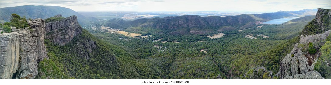 Panoramic view from Pinnacle Lookout in Grampians National Park, Victoria