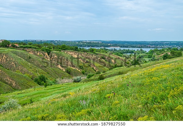 panoramic-view-ravine-access-river-600w-