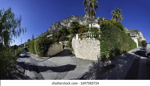 Panoramic view of a residential street in Beaulieu our mer