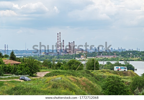 panoramic-view-river-bank-outskirts-600w
