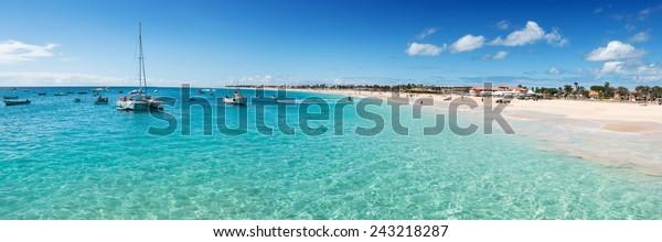 Panoramablick auf den Strand von Santa Maria in Sal Cape Verde - Cabo Verde