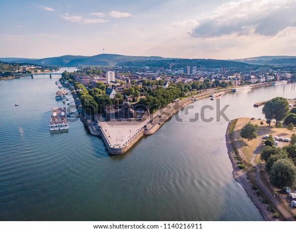 Panoramablick vom Himmel, Draufsicht auf Rhein und Mosel von Koblenz, Deutsches Eck, Festung Ehrenbreitstein