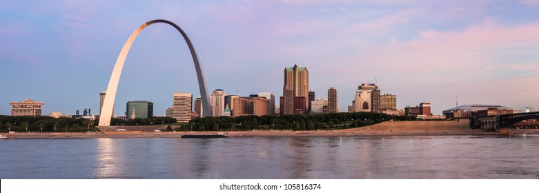 Panoramic view of St Louis and The Arch from across the Mississippi river