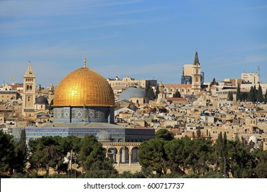 Panoramic view of the Temple Mount and the Dome of the Rock with the city of Jerusalem in the background.