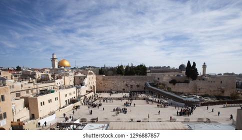 Panoramic view of Temple Mount, Western Wall and Al-Asqa Mosque on a sunny day