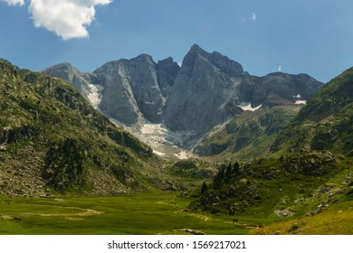 Panoramic view of Vignemale range