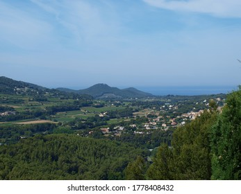 Panoramic view of the village of Cadière-d'Azur