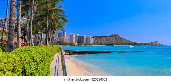 Panoramic view of Waikiki Beach and Diamond Head in Honolulu, Hawaii, USA