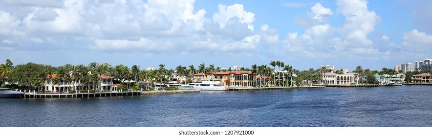 Panoramic view of waterfront homes along the Intracoastal waterway in Fort Lauderdale, Florida, USA.