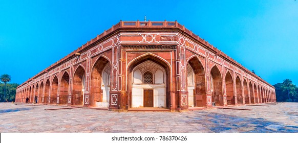 Panoramic views of the first garden-tomb on the Indian subcontinent. The Tomb is an excellent example of Persian architecture. Located in the Nizamuddin East area of Delhi, India.