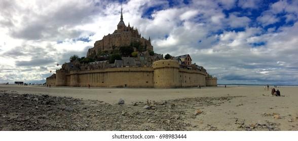 Panoramique du Mont-Saint-Michel À marée basse