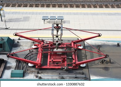 Pantograph set up on the trains of the Italian state railways