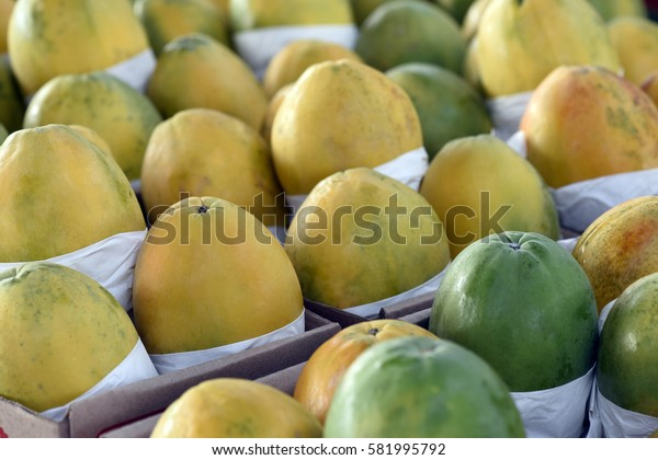 Papaya exposed in open-air market stall, one of the most popular forms of supply in Brazil