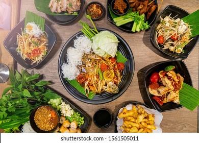 Papaya salad with crab,Fried pork with dipping sauce and vegetables,Thai pork sausage salad,Nham Nueng