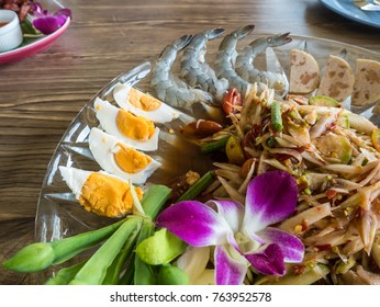 papaya salad with Shrimp, salted egg and pork on wooden table