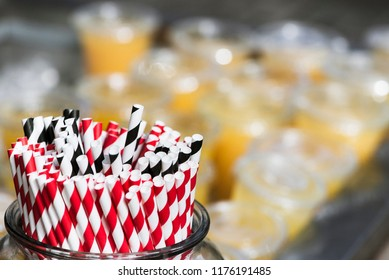 Paper drinking straws, red and black