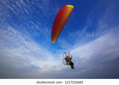 Para Motor is flying in the beautiful sky.