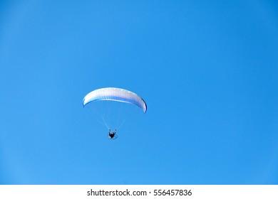 para motor show on blue sky
