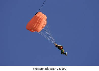 Parachute going down quickly