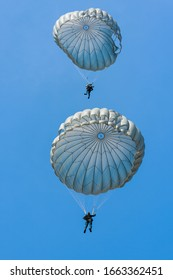 Parachuting, military training Parachuting soldiers in the sky