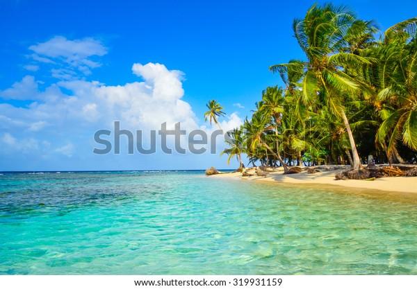 Paradise Tropical Island in Panama - San Blas - Kuna Yala