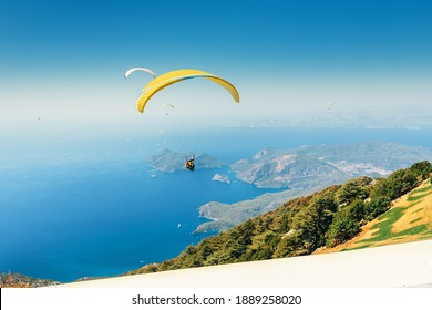 Paragliders start from Babadag mountain in Turkey and fly to the coast of the famous resort of Oludeniz. Concept of air sports and entertainment