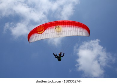 Asian Paragliding Images, Stock Photos & Vectors | Shutterstock