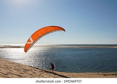 Coucher de soleil sur la Dune du Pyla dans la baie d'Arcachon en France