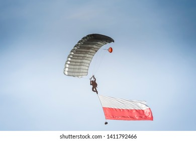 paratrooper with the Polish flag