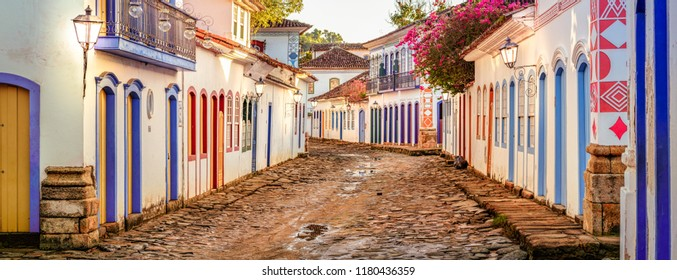 Paraty is one of the first cities in Brazil where the portuguese left their finger prints in the archtecture of the city. In Paraty, you can relive the lifestyle of colonial times.