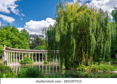 Parc Monceau is a public park situated in the 8th arrondissement of Paris. At the main entrance is a rotunda. The park covers an area of 8.2 hectares.