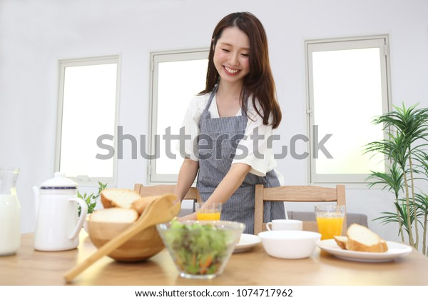 Parent and child of the Japanese cooking