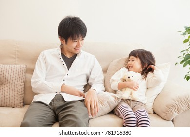 Parent and child of the Japanese to talk