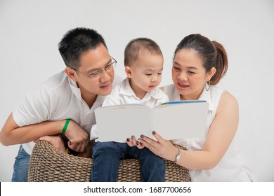 parent read book with their son