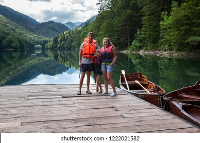 Parents with daughter ready for boating together on Biograd lake. Biogradska Gora national park. Montenegro, Europa